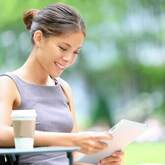 Business,Woman,Using,Tablet,On,Lunch,Break,In,City,Park.